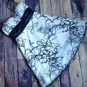 🛒 Black and White Floral Glitter Dress Size M